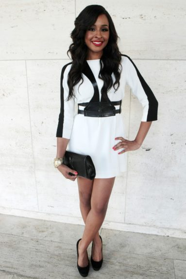 VH1 correspondent Janell Snowden looked so pretty in this black and white number. The YSL clutch and classic red lip pulled it all together.