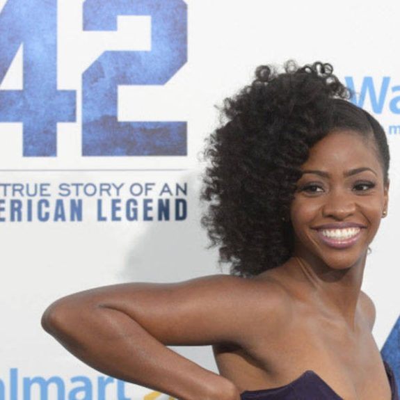 At the Los Angeles premiere of<em>42,</em> Teyonah is giving looks with this back upsweep side-curly style.