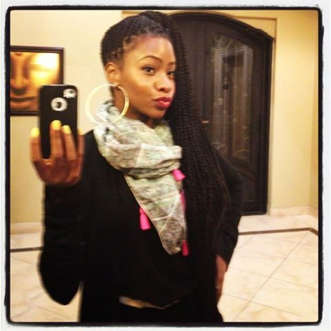 These long box braids and the duck lip is giving us '90s Janet Jackson. Love it!