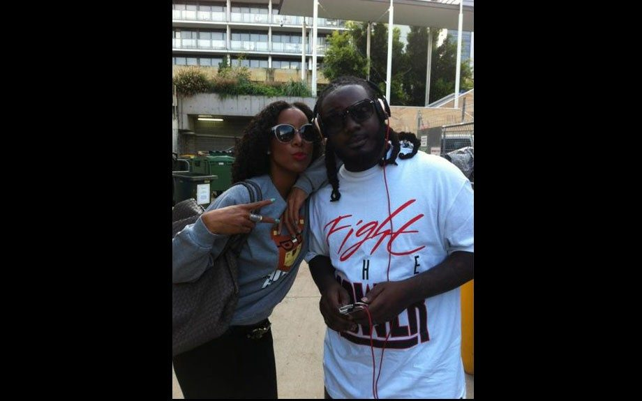 Kelly Rowland and T-Pain pose in their shades at Wild Life Sydney while on break from Supafest