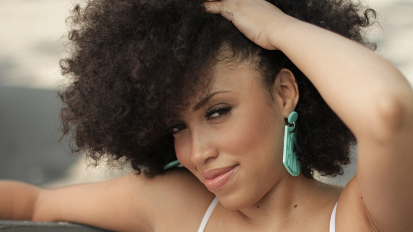 <strong>Taren Guy</strong>  	Vlogger and creator of the Taren916 YouTube channel, Taren is a natural hair motivator. Her videos include tips and tutorials, but what stands out most is her genuine care for her audience.
