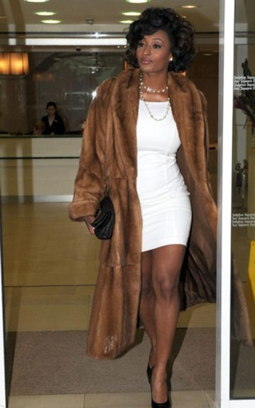 Toccara Jones makes a grand step into the paparazzi's line of view in a fabulous fur and bouncy curls. The key to mastering old Hollywood glamour style is flaunting your voluptuous curves and we can always count on Toccara in that respect