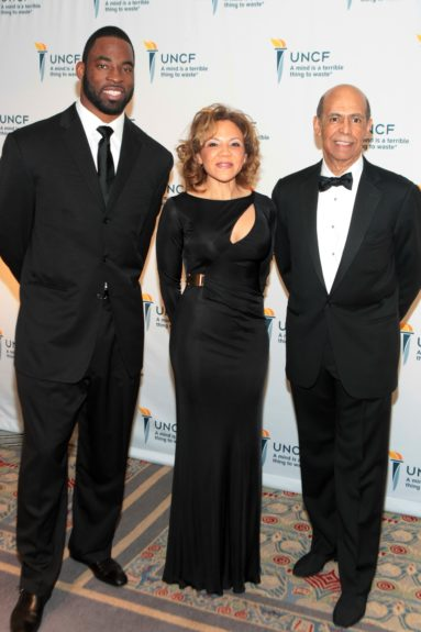 Giants Defensive End Justin Tuck, UNCF Gala Chairperson Tamara L. Harris and UNCFPresident and CEO Michael Lomax