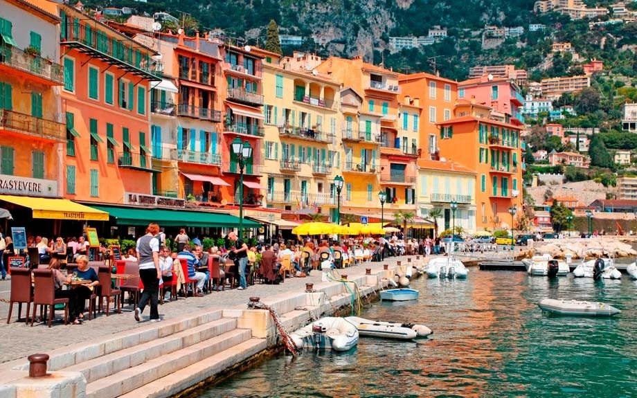 Villefranche-sur-Mer and restaurants along quai