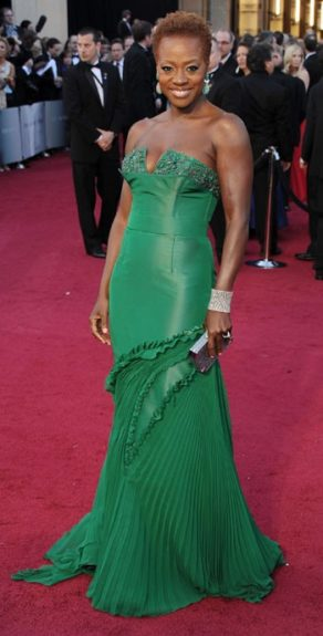 Viola Davis knocks it out the park in a green Vera Wang gown and Lorraine Schwartz jewels