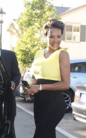 Vivica Fox looked stunning as she headed to breakfast with the President. Her new caramel highlighted hair cut, went perfectly with her sleeveless yellow blouse, and long black pencil skirt