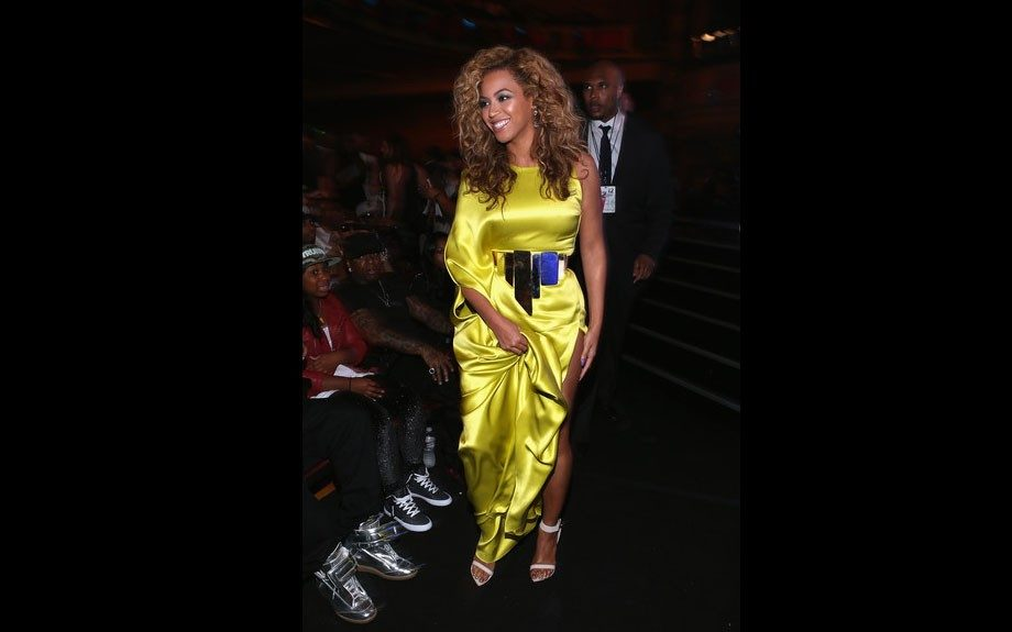 Beyonce is one bad mama in a bright yellow high slit one sleeved gown.