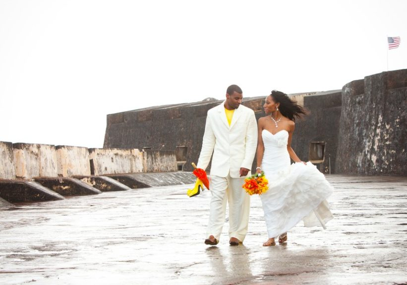 The couple Lachelle Robinson and Larry Sessons takes a stroll on the Puerto Rican beach