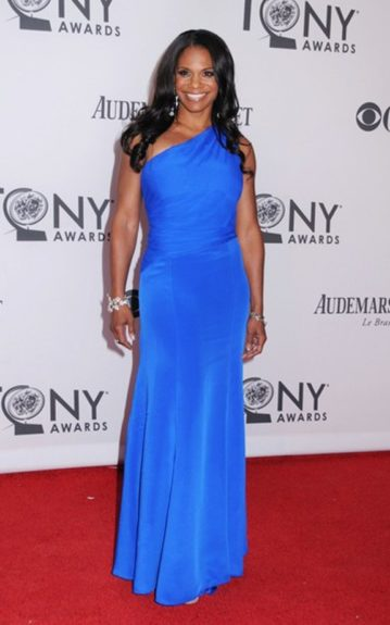 Audra poses for the paparazzi on the red carpet, before entering the Tony awards