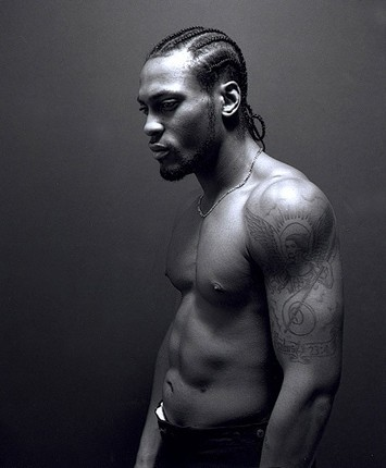 D'Angelo: Not many women could deny the angelic voice ofD'Angelo. The simplicity of his braids adds an unexplainable masculine edge.