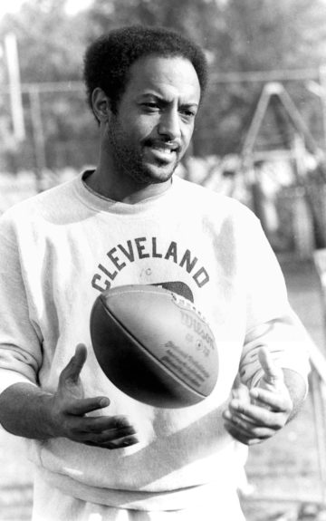 <p> 	<strong>1976</strong></p> <p> 	Dave Mays started his pro football career at the age of 27 while he was a practicing dentist.</p>
