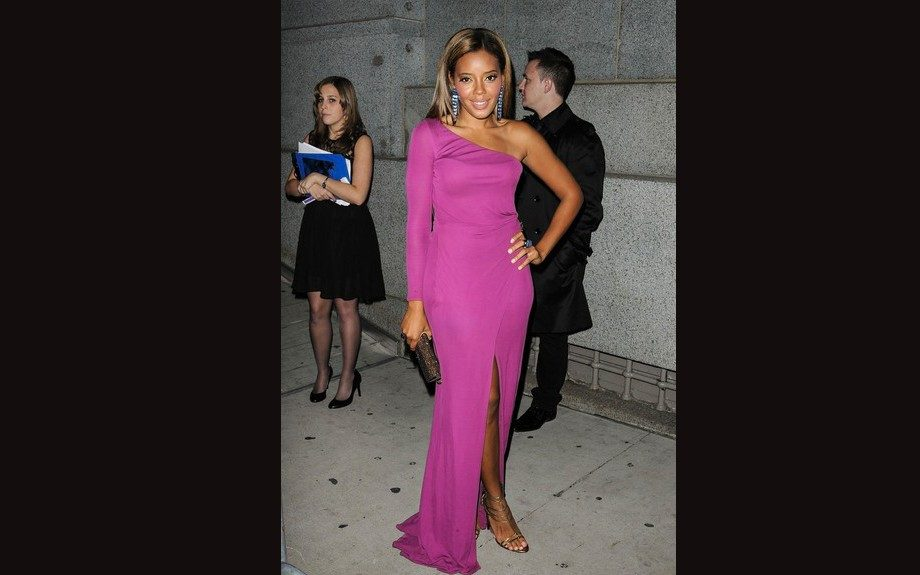 Angela Simmons was gorgeous in her pink one shoulder Roberto Cavalli gown.