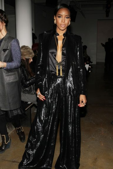 Dazzling us in this velvet glitter blazer and trousers by Houghton, Rowland looks good enough to be on the runway herself at their Fall 2014 fashion presentation. Going for nude makeup and pulled back hair with minimal accessories was definitely the right decision.