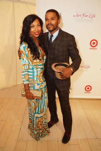 Let's be frank, we all love Maxwell and he was ever so dapper as he posed with Melanie Fiona at the Art for Life Gala in Bridgehampton. <em>Photo</em>: Getty