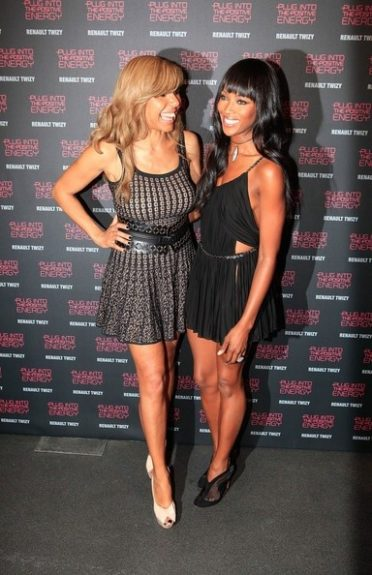 Naomi Campbell and Cathy Guetta, showing off a little leg and looking fabulous
