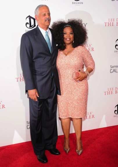 Oprah teased out her big curly mane, which looked great with her shimmering salmon frock by Theia, accessorized with a Bottega Veneta clutch... and (of course) her longtime beau Stedman accompanied her. <em>Photo</em>: Getty