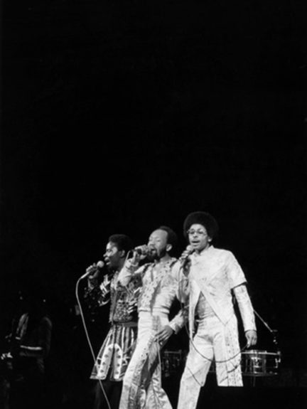 <p> 	(left) Philip Bailey, Maurice White and Ralph Johnson at a performance in Chicago in 1978 (Photo: Ozier Muhammad)</p>