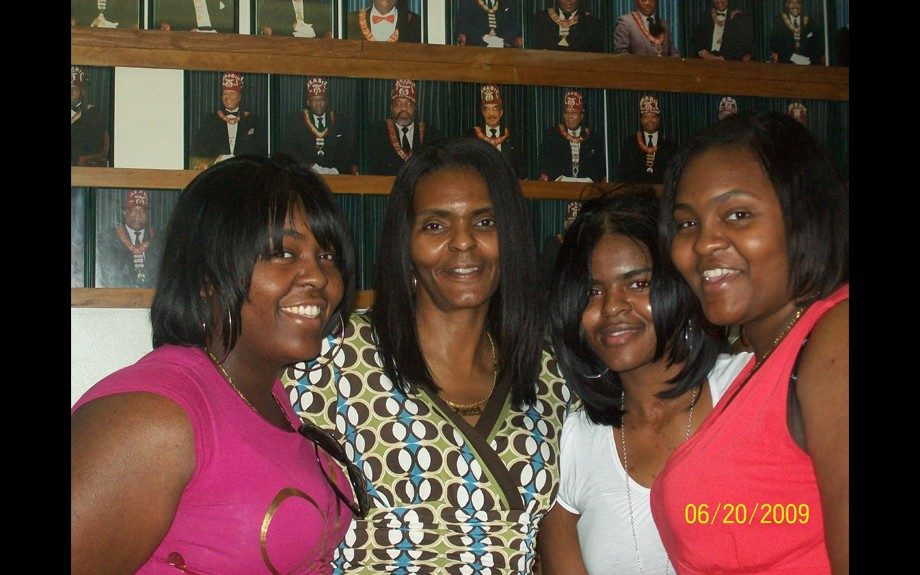 Ryann Brown with her mother and sisters