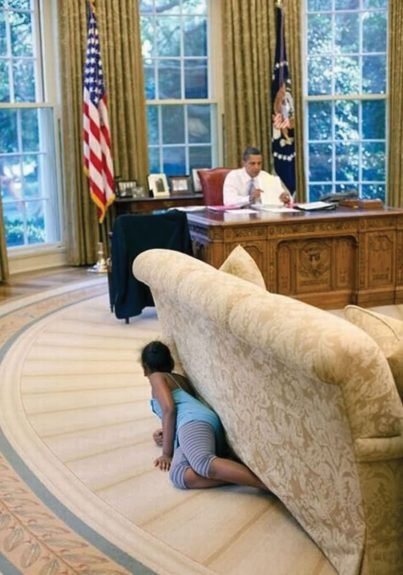 <p> 2009: Hide-and-seek in the Oval Office</p>