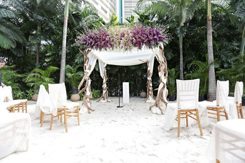 Elegant, yet understated---a winning combination for an outdoor wedding.