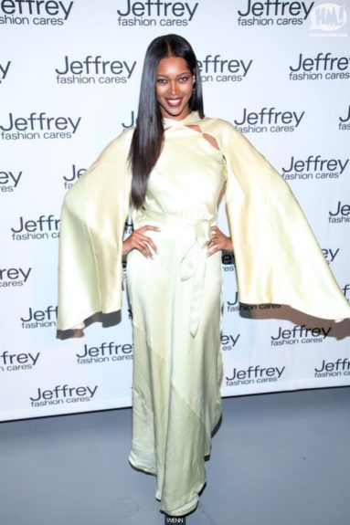 Jessica White in white, and glittered peep-toe pumps. Um… Not really sure if we like this look. What do you think?