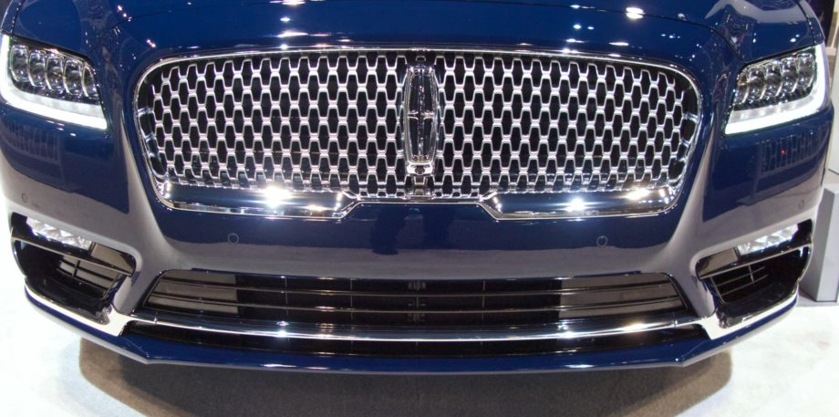 Front grill of the 2017 Lincoln Continental