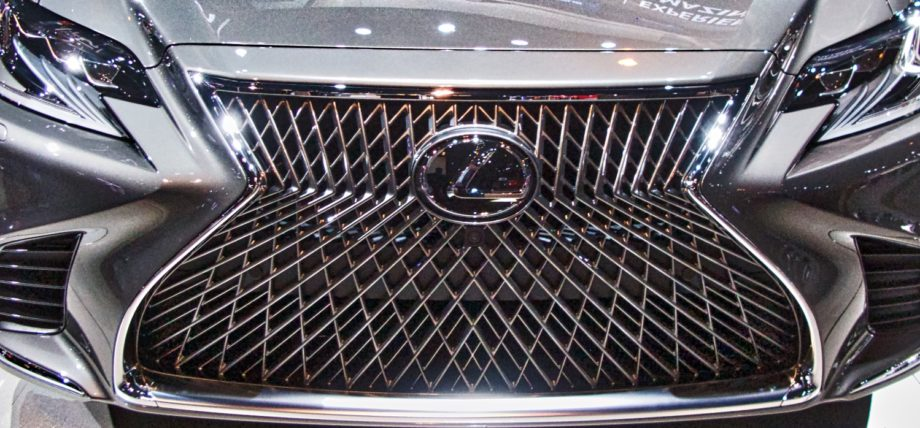 Grill of the 2017 Lexus LS 500