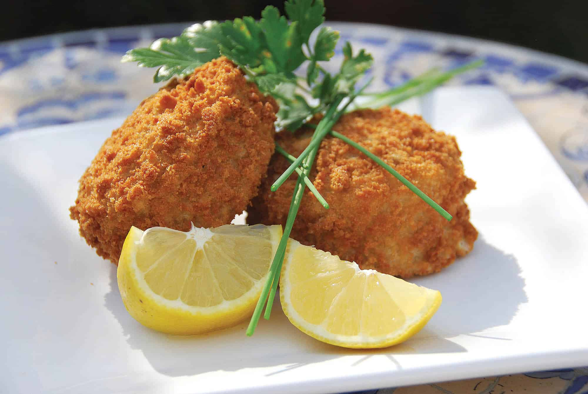 DJHDP4 Fish cakes, creamy cod and parsley fish cakes with fresh lemon