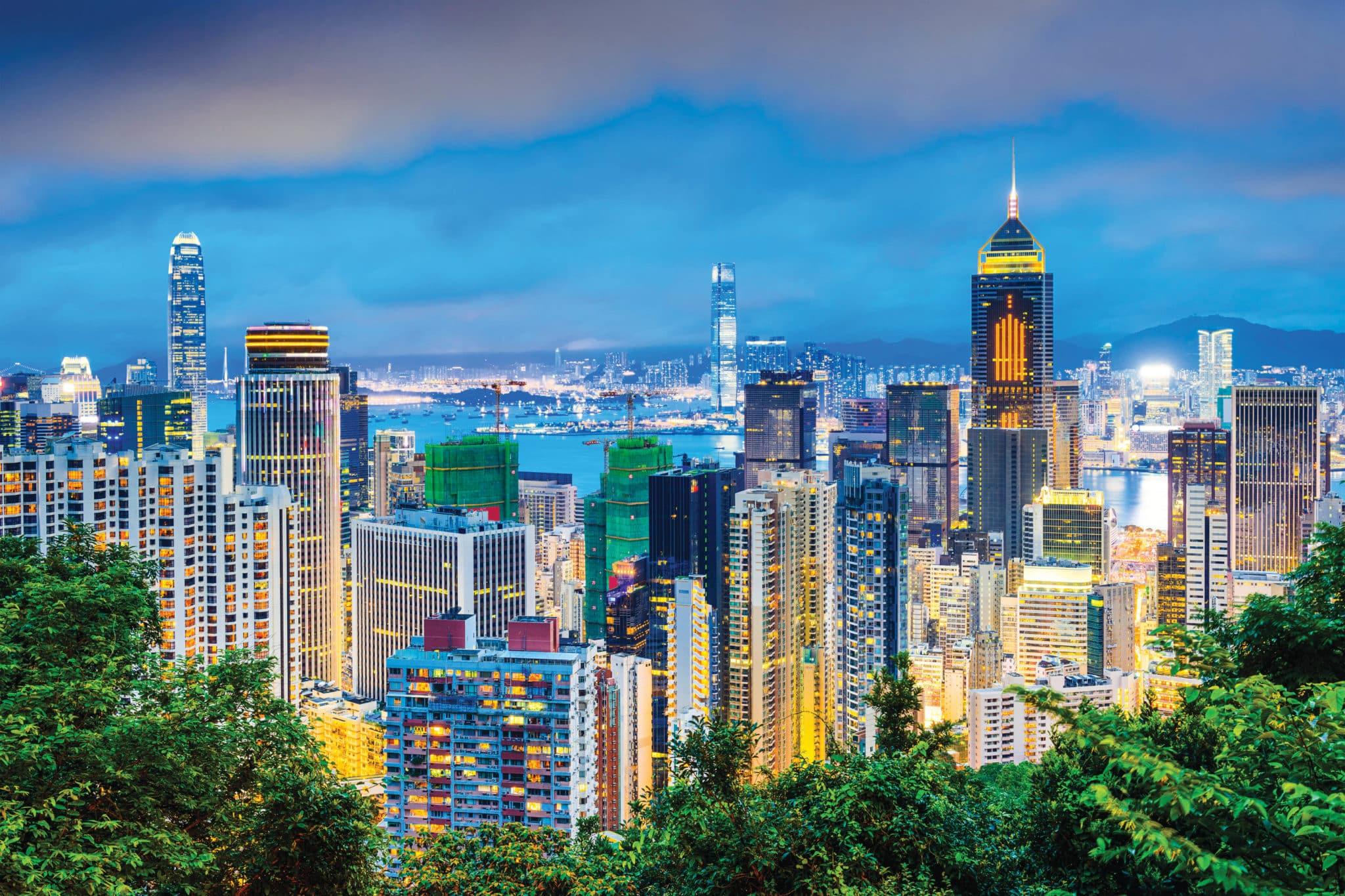 EFMH3G Hong Kong, China cityscape at twilight.