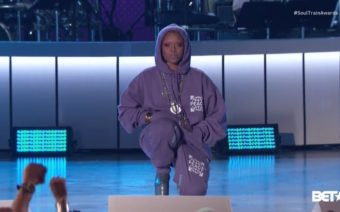 Badu Backed Kaepernick by Taking a Knee at Soul Train Awards