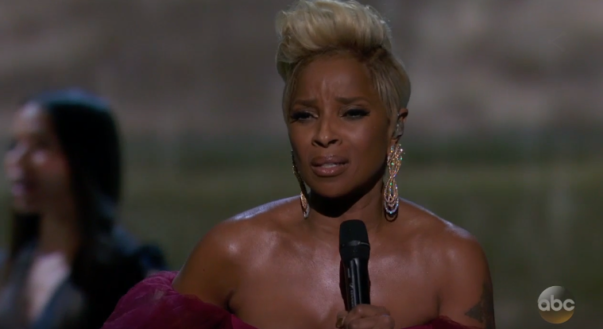 """Mary J. Blige Delivers Powerful """"Mighty River"""" Performance at Oscars 2018"""