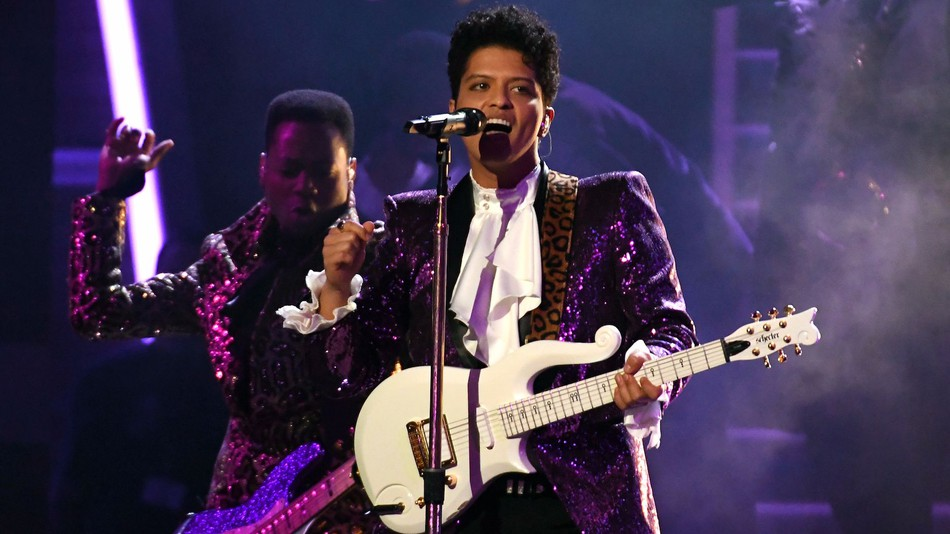 d0730736a414c Black Celebrities Defend Bruno Mars After Cultural Appropriation Accusations