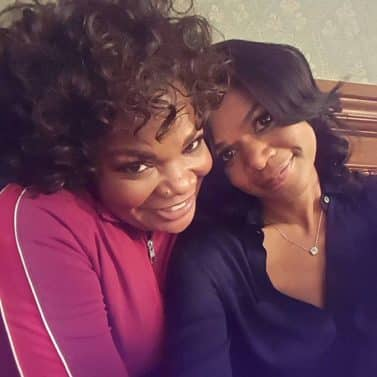 kimberly-elise-monique-on-set-a-meyers-christmas-christal_rock