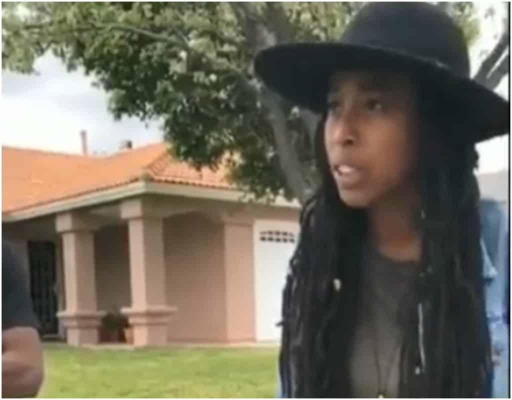 Black women, Airbnb