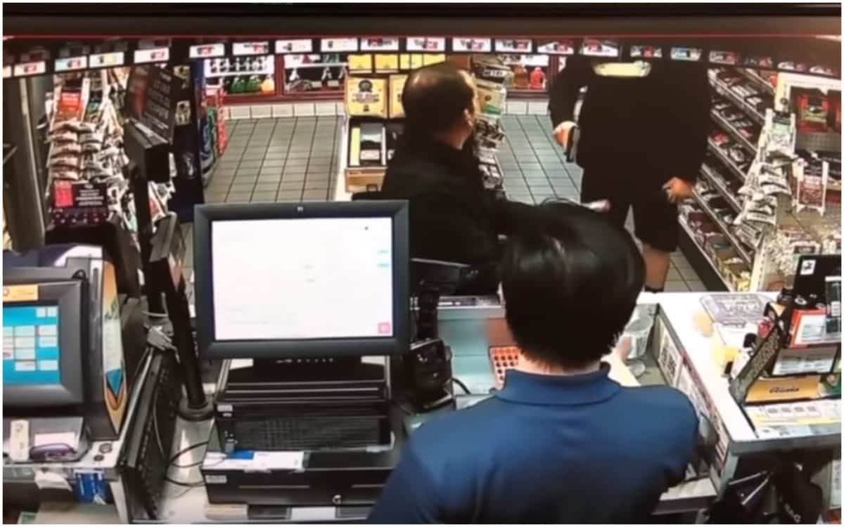 Off-Duty Cop Pulls Gun out on Man Who Bought Pack of ...
