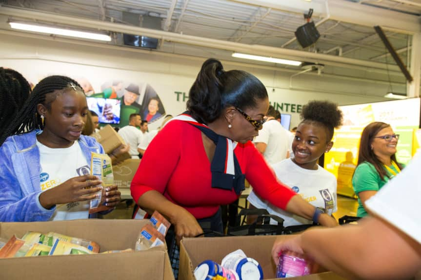 Oprah Winfrey joins 100 volunteers from the community and School for Creative and Performing Arts to celebrate the one-year anniversary of Kroger's Zero Hunger Zero Waste initiative at the Freestore Foodbank on Tuesday, Sept. 11, 2018 in Cincinnati. (Photo by Chris Cone/Invision for The Kroger Co./AP Images)