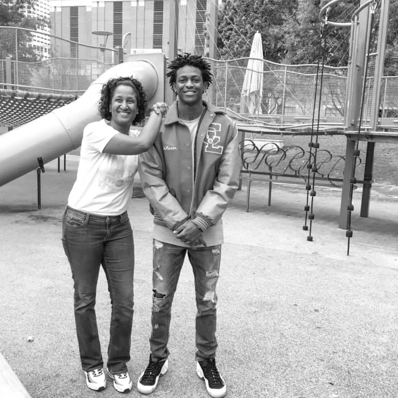 Kings' De'Aaron Fox Honors His Mom's Breast Cancer Fight