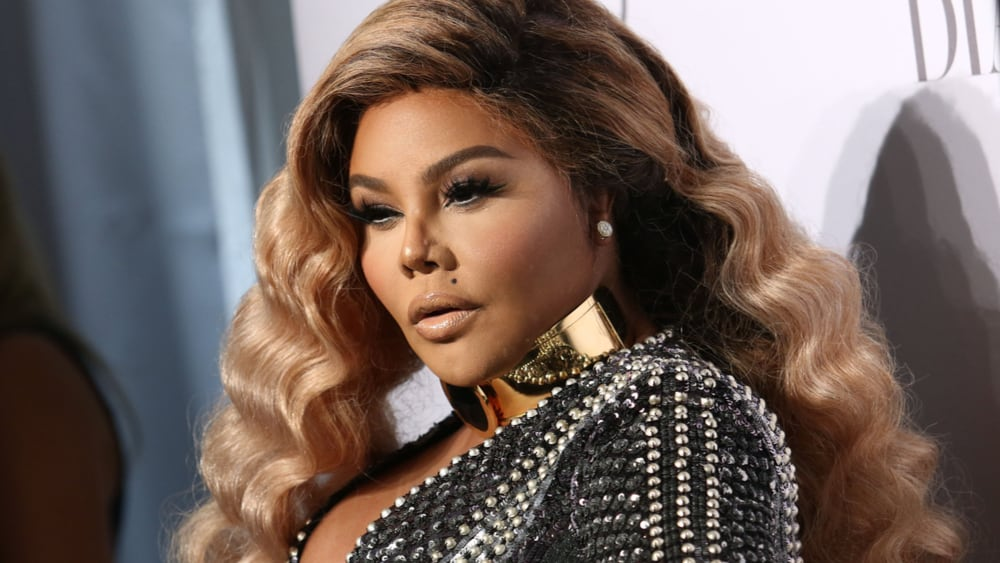 Lil' Kim Closes Out Fashion Week With New Single, 'Go Awff'