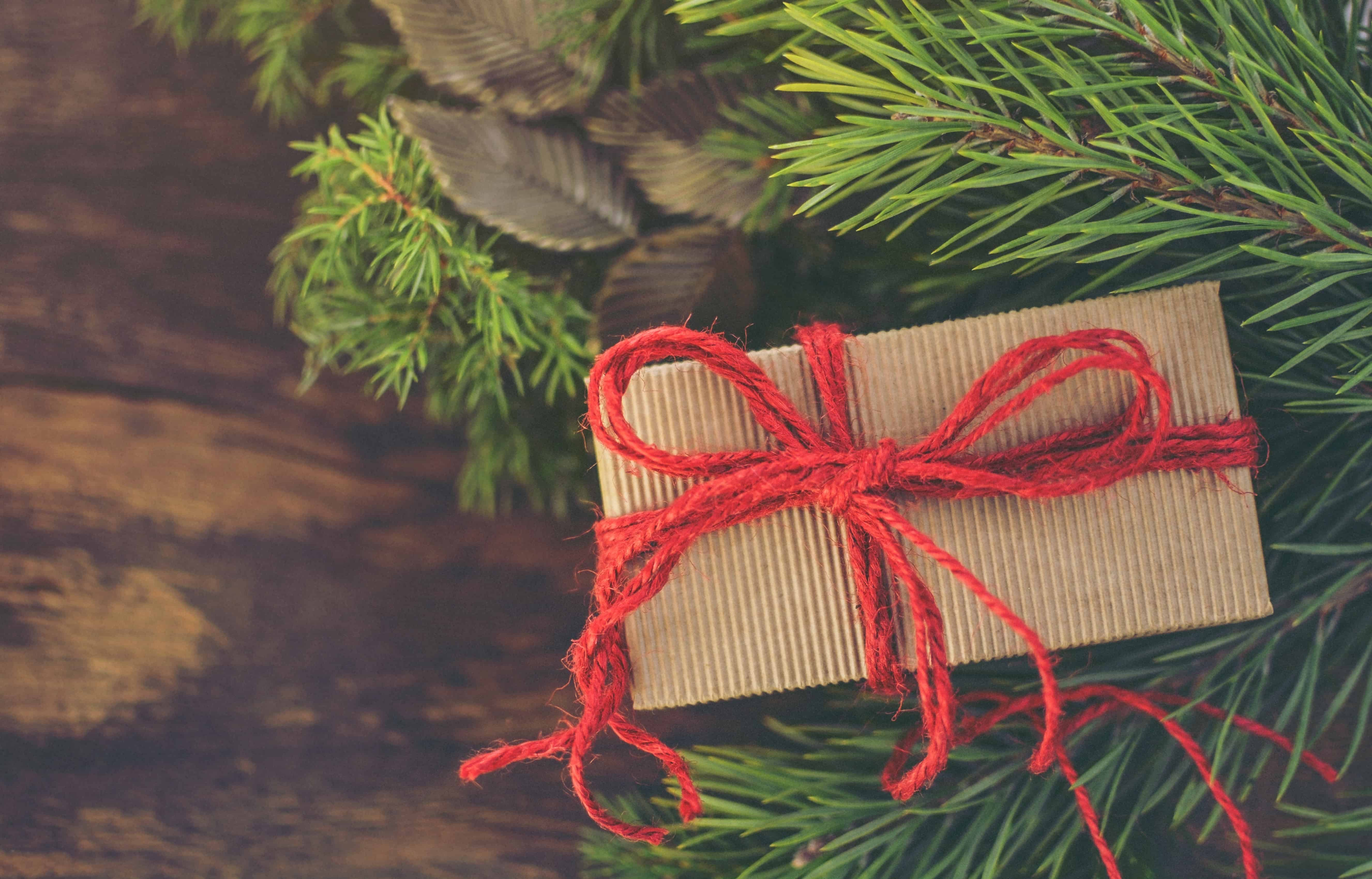 5 Ways to Stretch a Dollar This Holiday Season • EBONY